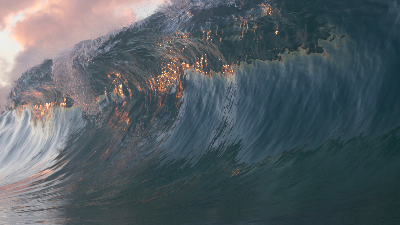 Ocean Wave Great Heart and Strength